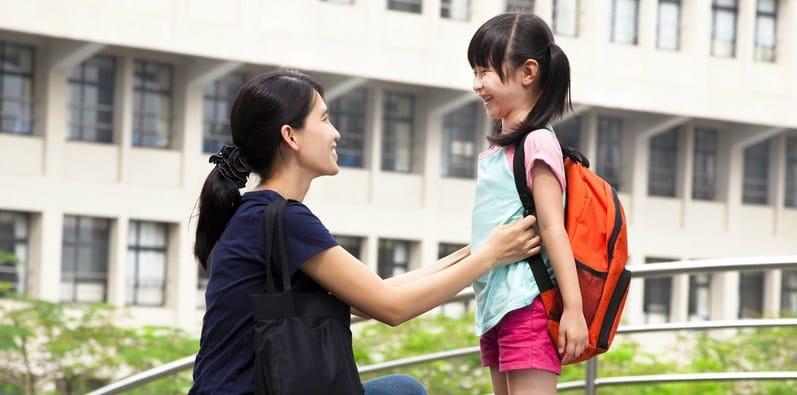 Cara Melatih Anak agar Mau Berbagi Sejak Dini